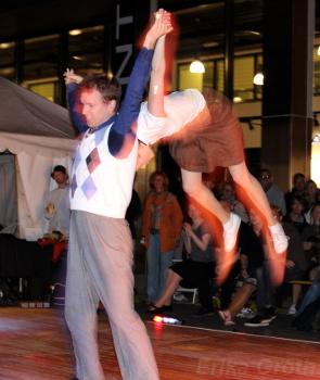 Lite publikfriande akrobatik är ett måste i sådana här sammanhang.
