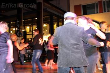 Alla är välkomna att dansa på dansgolvet som läggs ut på gågatan på Kulturnatten.