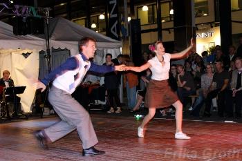 Naturligtvis var det även dansuppvisningar. Här showar Lisa och Simon från föreningen Swingkatten.